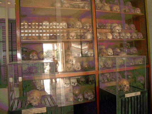 犠牲者の頭蓋骨