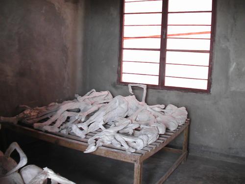 防腐処理した遺体 ムランビ虐殺センター 固定リンク 防腐処理した遺体